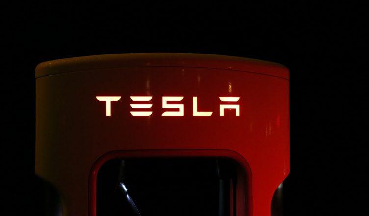 Tesla nakupuje Bitcoin